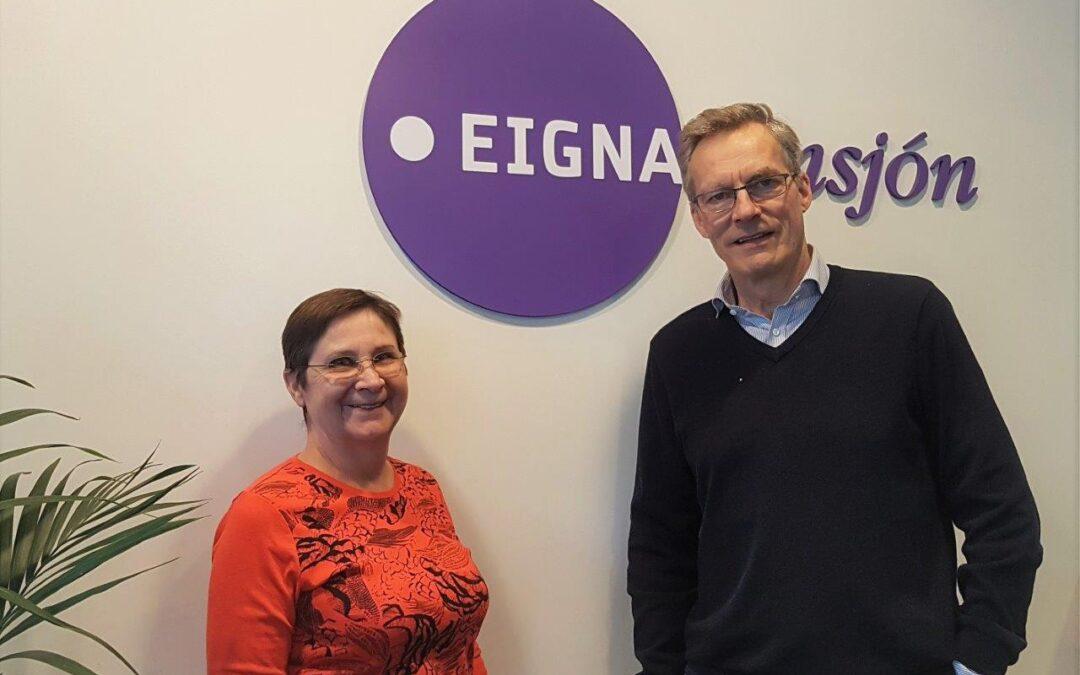 Elsa Hákonardóttir á síðasta starfsdegi ásamt Daníel Árnasyni framkvæmdastjóra.